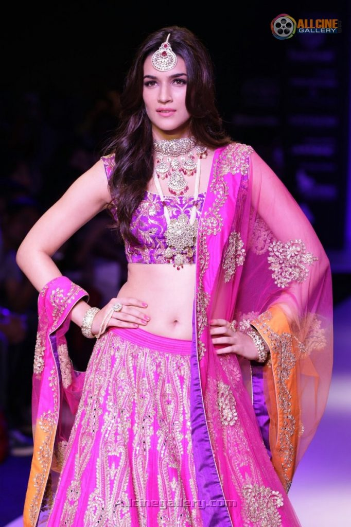 Kriti-Sanon-New-Pictures-At-IIJW-2015-02