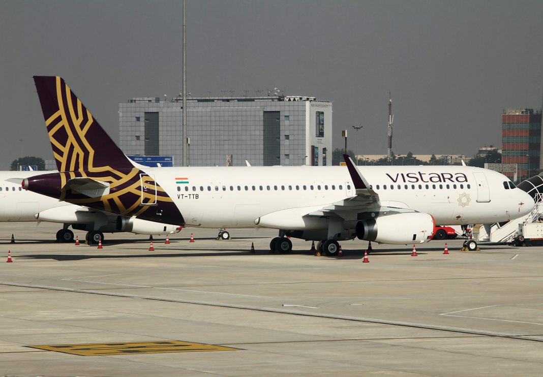 Vistara_Airbus_A320-232_at_Delhi_Airport