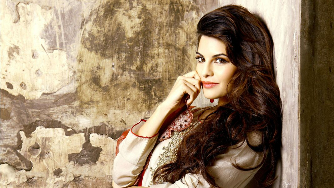 Wide-screen-Wallpaper-of-jacqueline-fernandez