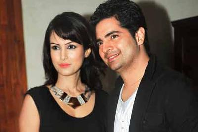 karan-mehra-wife