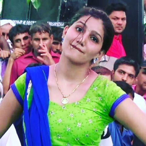 sapna-chaudhary-haryana-dancer-hot-dance-video-download