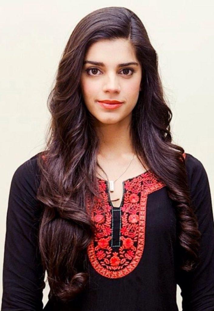 Sanam Saeed Pakistani Actress Contact Details, Mobile -5428